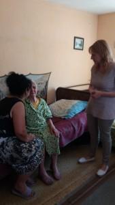 Проверка на място за предоставяне на социалната услуга в дома на потребителка от с.Козарско